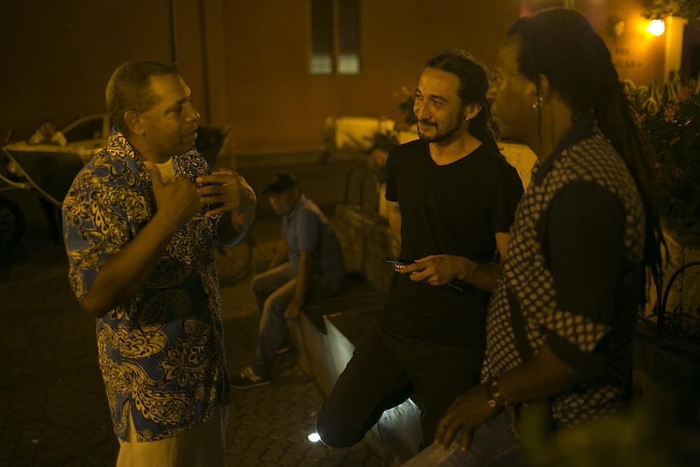Salym Fayak, becario, entrevistó en el Centro de Cartagena a algunos personajes de la cultura afro.