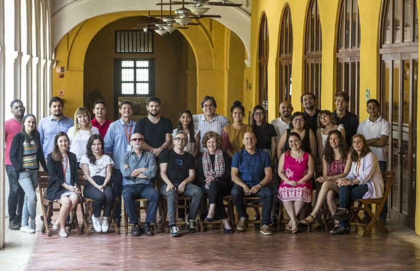 Participantes y maestros de la Beca Gabo 2018 junto al equipo de la FNPI. Foto: David Estrada.