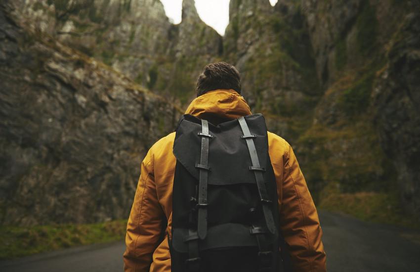 Tomar largas caminatas lejos de la ciudad regularmente, una de las recomendaciones de este artículo. Fotografía: Pexels en Pixabay. Usada bajo licencia Creative Commons