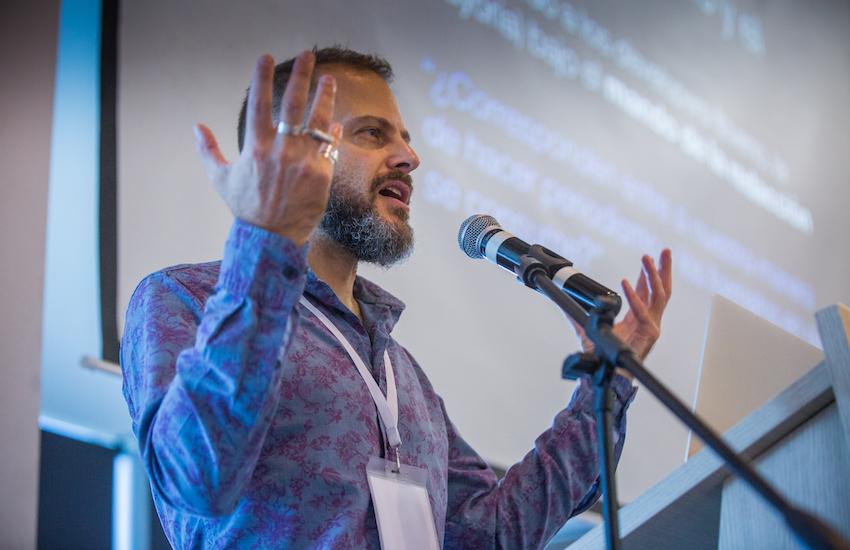 Gideon Lichfield es uno de los fundadores y editor del portal estadounidense Quartz. Foto: Rafael Bossio /FNPI.