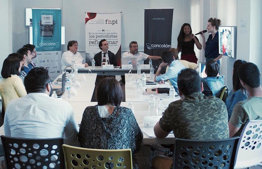 Los participantes del taller durante la primera sesión. Foto: José Yau.