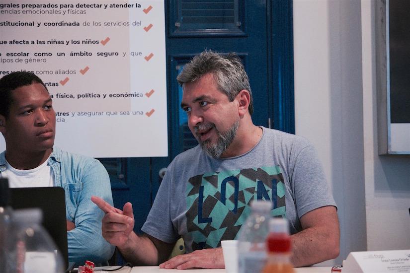 Cristian Alarcón, director de la Revista Anfibia, condujo el taller de crónica Contar la ciudad. / Foto: José Yue.