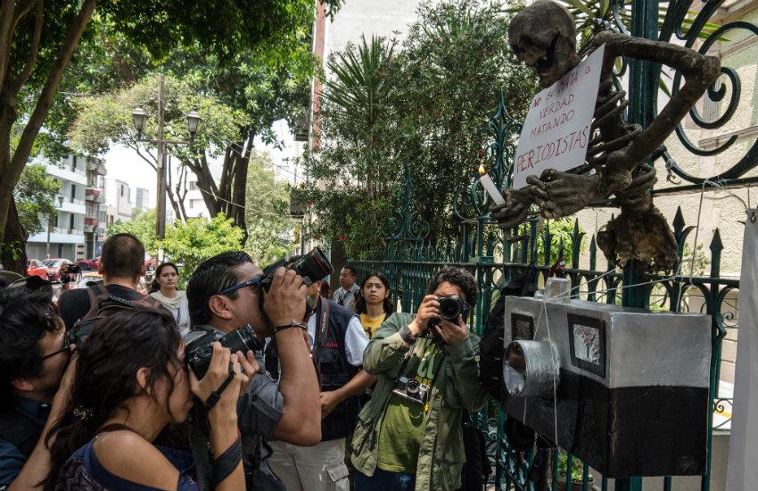 Periodistas mexicanos en una manifestación de 2013 en defensa de la libertad de prensa   Fotografía: Eneas de Troya en Flickr. Usada bajo licencia Creative Commons