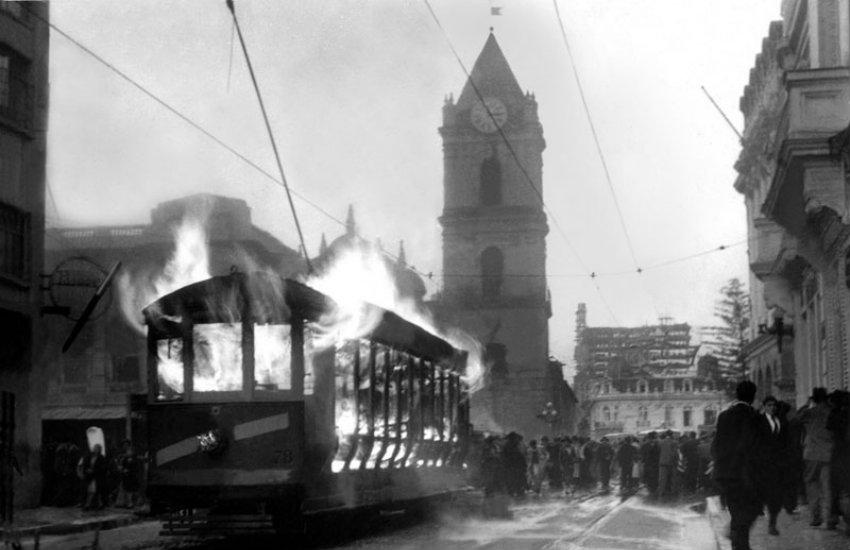 Una de las pocas imágenes que se conservan del Bogotazo   Wikimedia Commons