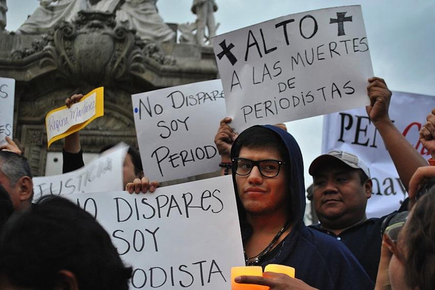 "Manifestación ""Veladoras por la libertad de prensa"", Ciudad de México. Foto: Protoplasma Kid / Wikimedia Commons."