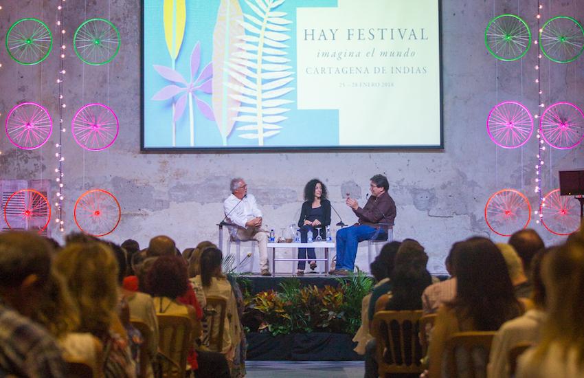 Héctor Abad Faciolince, Leila Guerriero y Jaime Abello Banfi participan en una charla organizada por la FNPI en Hay Festival Cartagena 2018. Foto: Rafael Bossio / FNPI.
