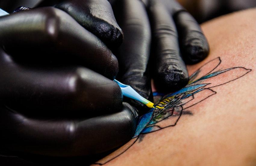¿Es cierto que tener demasiados tatuajes puede envenenarte?... ¡Responde nuestro quiz de noticias!