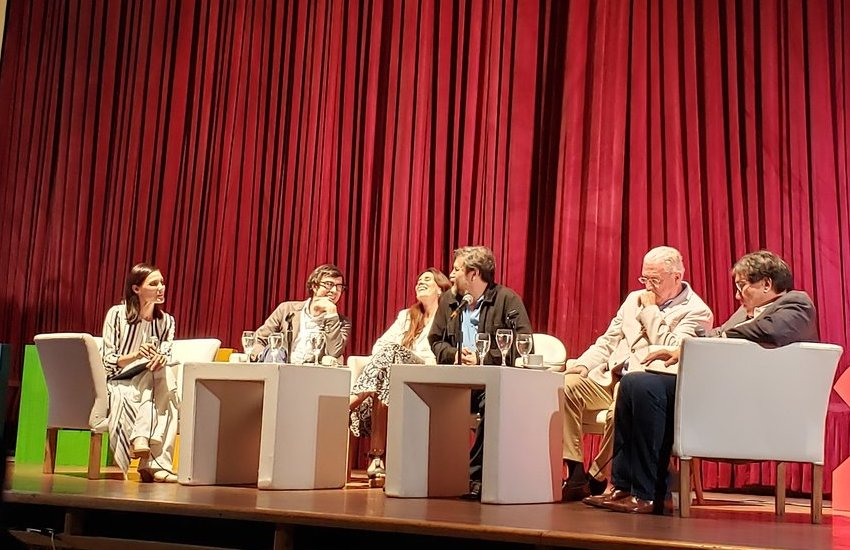 Florencia Pérez Gaudio (Argentina), Borja Bergareche (España), Laura Zommer (Argentina), Armando Casas (México), J.J. Armas Marcelo (España) y Jaime Abello Banfi (Colombia). Foto: Cortesía ADEPA.