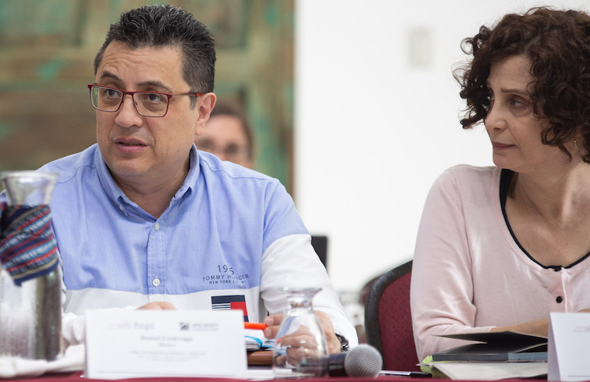 Daniel Lizárraga y Tina Rosenberg dirigieron la actividad. Foto: Emmanuel Upegui / FNPI.