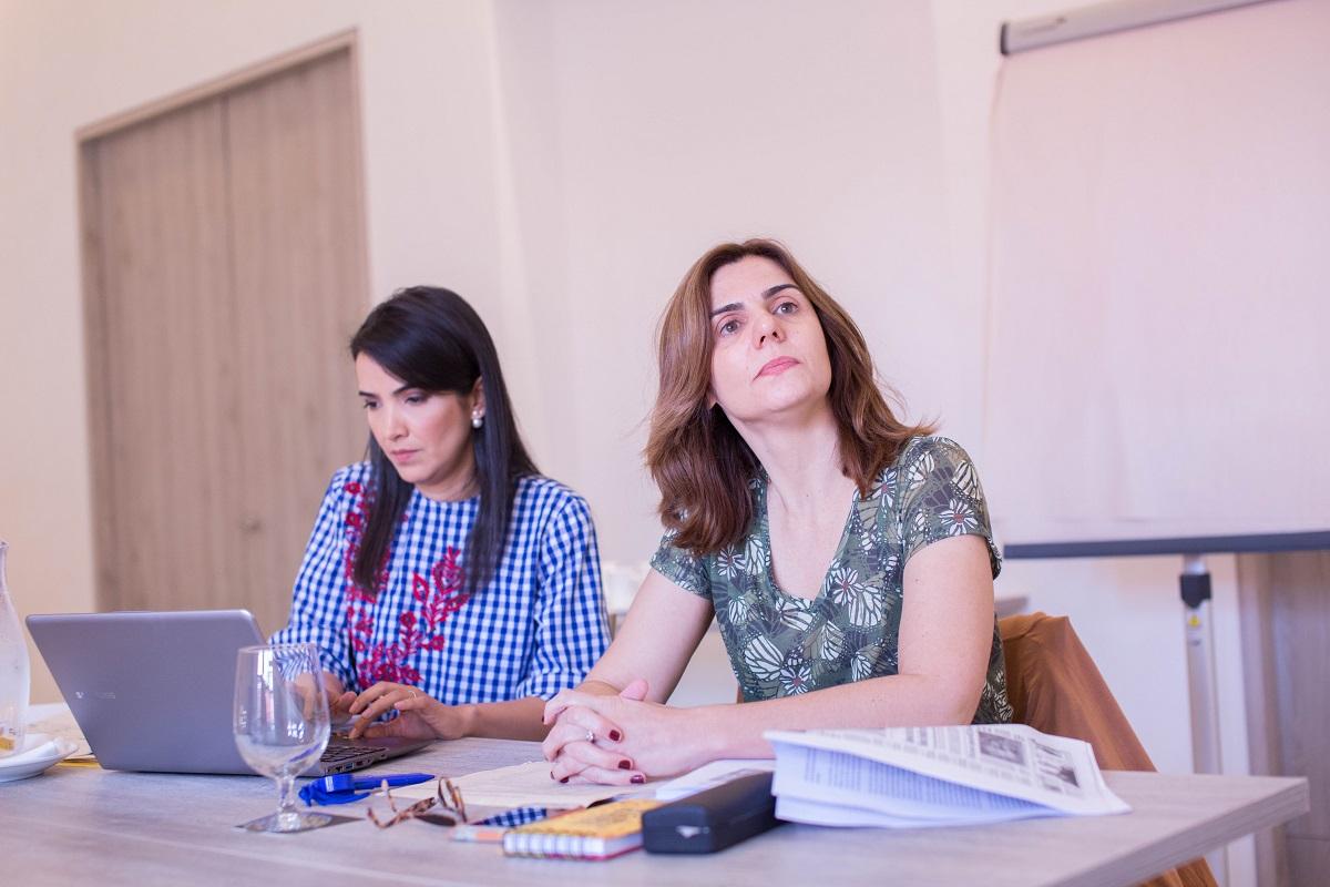 Fernanda Hernandez y Cristiane Segatto, jurados de la quinta edición del Premio Roche en Salud en la  categoría Periodismo Escrito. Foto: Rafael Bossio Fotografía/FNPI