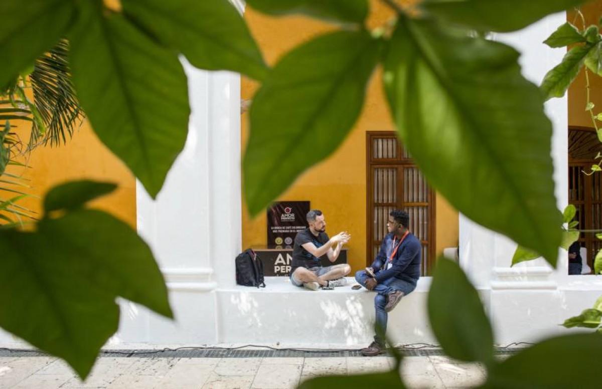 Subraj Singh realizando trabajo de reportería durante la Beca Gabo 2018. Foto: Joaquín Sarmiento.