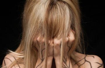 La mayoría de las víctimas de este abuso son mujeres jóvenes.