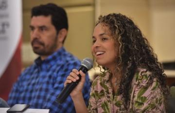 Ginna Morelo dirigió el taller 'Datos para contar ciudades' junto a Ernesto Cortés. Foto: Ernesto Guzmán Jr. / FNPI