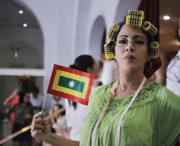 Mildre Cartagena, enseñando a punta de humor