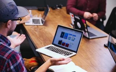 La Caja de herramientas de periodismo de soluciones para editores contiene respuestas a algunas de las preocupaciones más frecuentes de los líderes de redacciones para la implementación de esta modalidad. Foto: unsplash.com