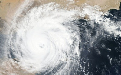 Imagen de un huracán desde el espacio. NASA en Unsplash. Usada bajo licencia Creative Commons.