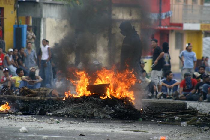 Protesta contra el alza en los precios del transporte en Guatemala / Surizar en Flickr / Usada bajo licencia Creative Commons