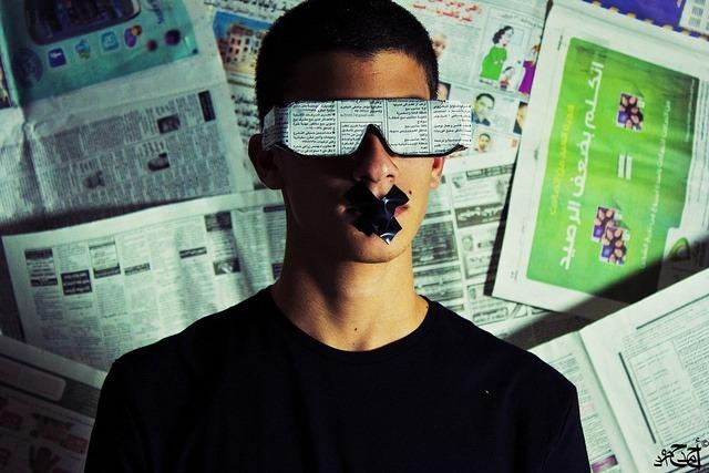 """Fotografía: """"Blinded journalism"""", por Ahmad Hammoud en Flickr / Usada bajo licencia Creative Commons"""
