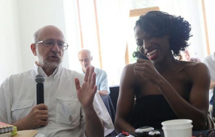Daniel Samper Pizano y Taiye Selasi conducirán la charla Periodismo en Macondo. Foto: Joaquín Sarmiento.