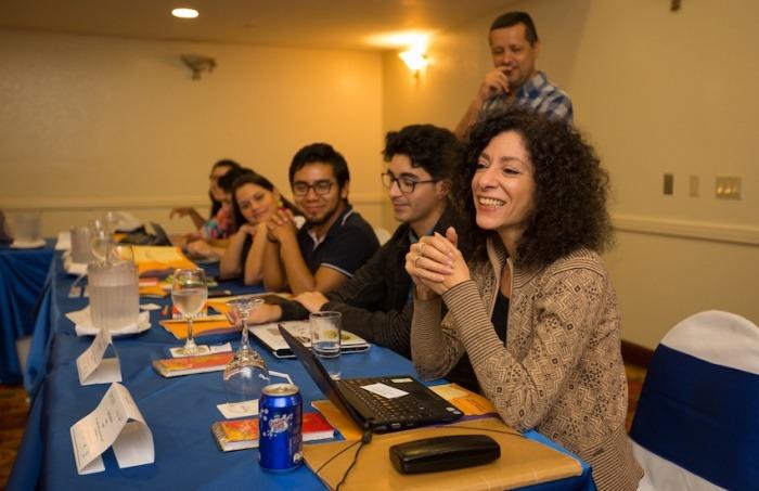 Leila Guerriero conduce el taller Periodismo narrativo: reporteo, mirada y estilo. Foto: Cortesía Centroamérica Cuenta.