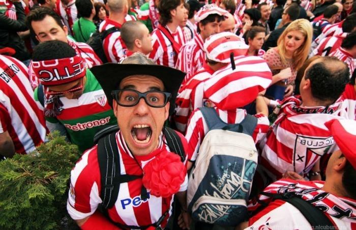 Hinchas del Atlético de Bilbao en Bucarest para la final de la Europa League en 2012 | Fotografía: Nicu Bukulei en Flickr | Usada bajo licencia Creative Commons