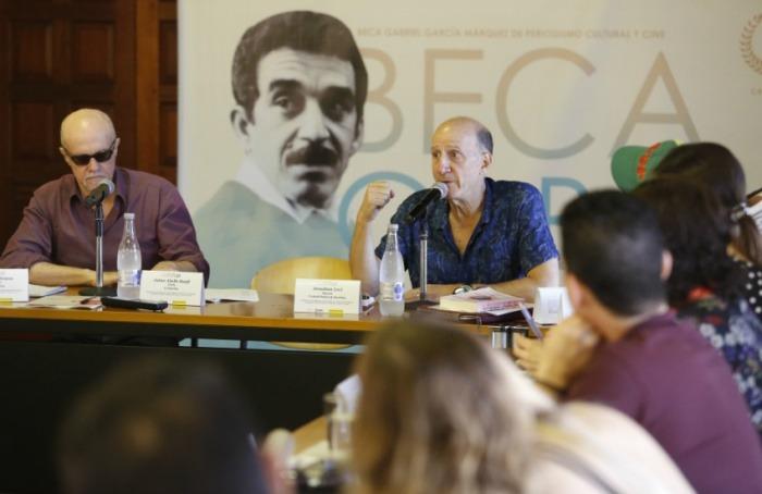 Héctor Feliciano y Jonathan Levi se dirigen a los becarios. Foto: David Estrada Larrañeta / FNPI