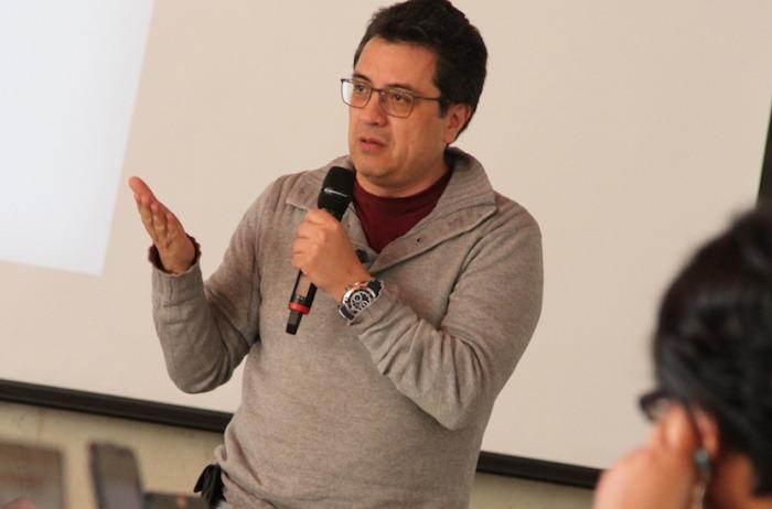 Daniel Lizárraga, maestro del taller Investigar la basura. Foto: Mateo G. Rivas / FNPI.