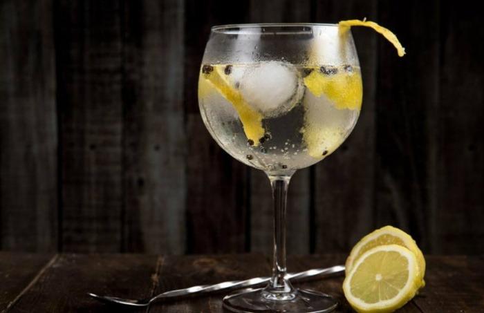 ¿Es cierto que beber gin tonic ayuda a curar alergias?... ¡Responde nuestro quiz de noticias!