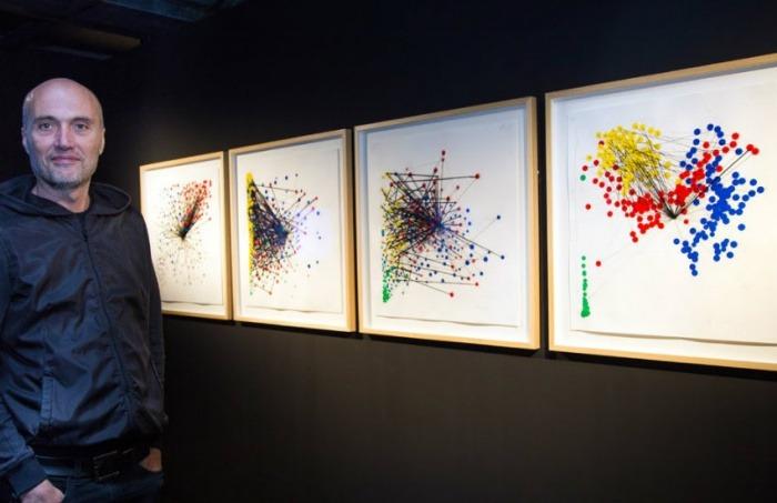 Jaime Serra en 'Un diagrama familiar', Big Bang Data. Espacio Fundación Telefónica Lima (Perú), 2016. Tomada de jaimeserra-archivos.blogspot.com