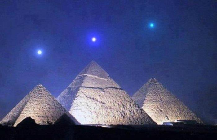 ¿Es auténtica esta fotografía que muestra tres planetas alineados sobre las pirámides de Guiza?... ¡Responde nuestro quiz de noticias!