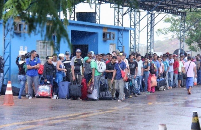 Migrantes venezolanos en la ciudad fronteriza de Pacaraima, Brasil. Foto: Reynesson Damasceno / ACNUR.