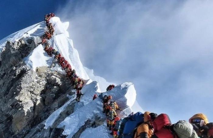 ¿Realmente murieron dos escaladores en esta larga fila para ascender al Everest?.... ¡Responde nuestro quiz de noticias!
