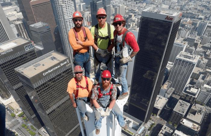 ¿Es real esta fotografía tomada a 76 pisos de altura sobre Los Ángeles?... ¡Responde nuestro quiz de noticias!