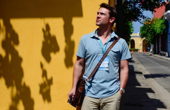 Owen Sheers posando para el fotógrafo en Cartagena de Indias. Álvaro Delgado/Archivo FNPI