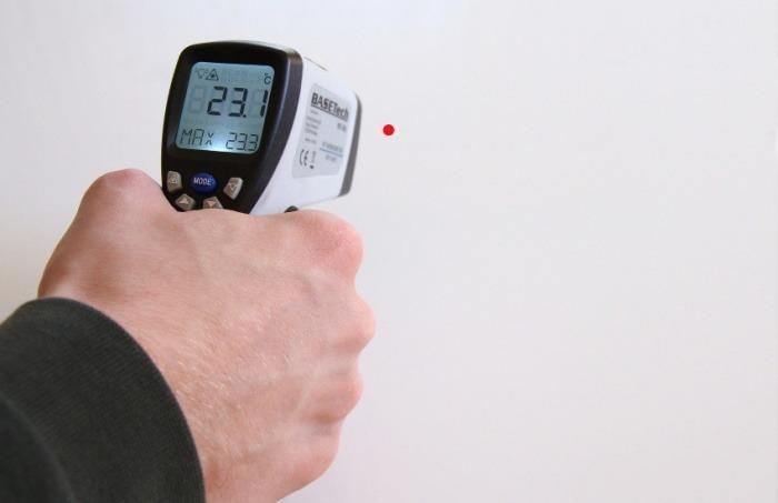 ¿Es cierto que los termómetros láser pueden lesionar la retina?... ¡Responde nuestro quiz de noticias! Fotografía: 4595544 en Pixabay | Usada bajo licencia Creative Commons