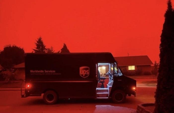 ¿Son auténticas las imágenes de cielos teñidos de un color rojo apocalíptico sobre ciudades del Oeste de Estados Unidos?... ¡Responde nuestro quiz semanal de noticias!