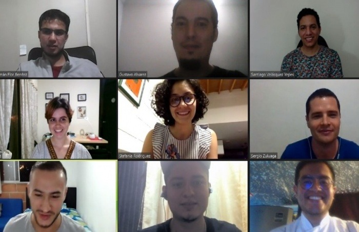 Captura de video del club de lectura de crónica periodística.