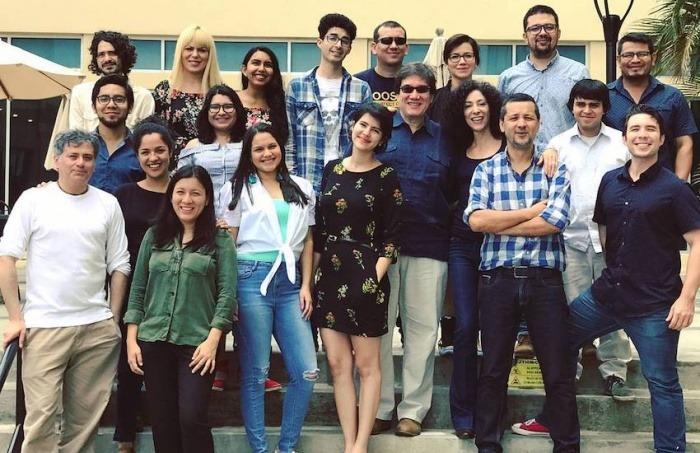 Leila Guerriero, junto a los alumnos del último taller que dictó para la Fundación Gabo, en 2017.