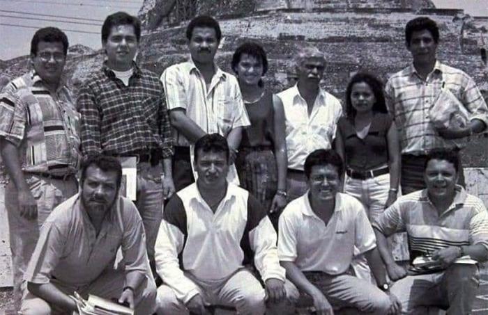 Germán Castro Caycedo y sus alumnos de la Fundación Gabo, en la terraza de El Universal.