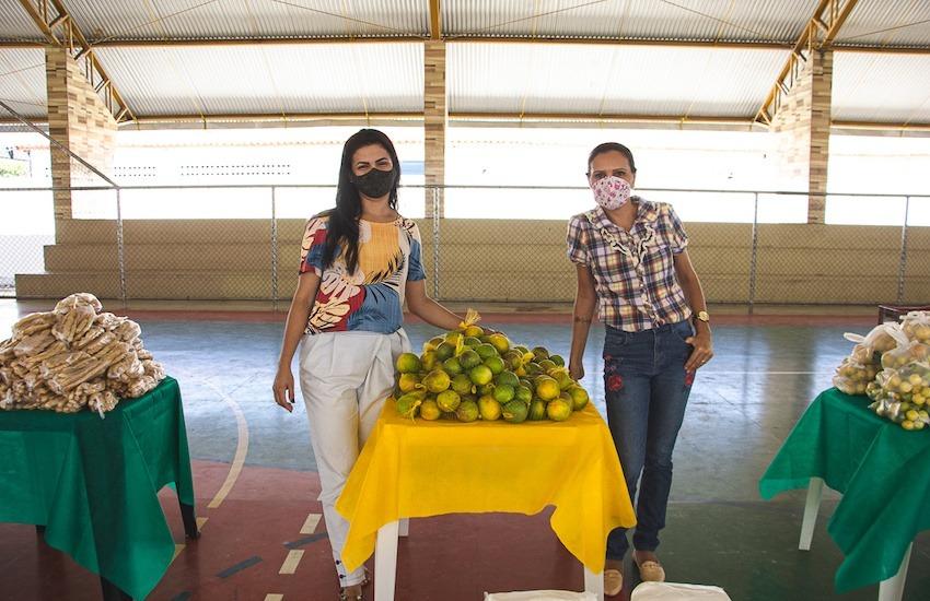 La seguridad alimentaria en Brasil fue el tema abordado por data_labe. En la foto, parte del reportaje, dos funcionarias del gobierno posan en el lugar donde entregan los alimentos. Foto: data_labe