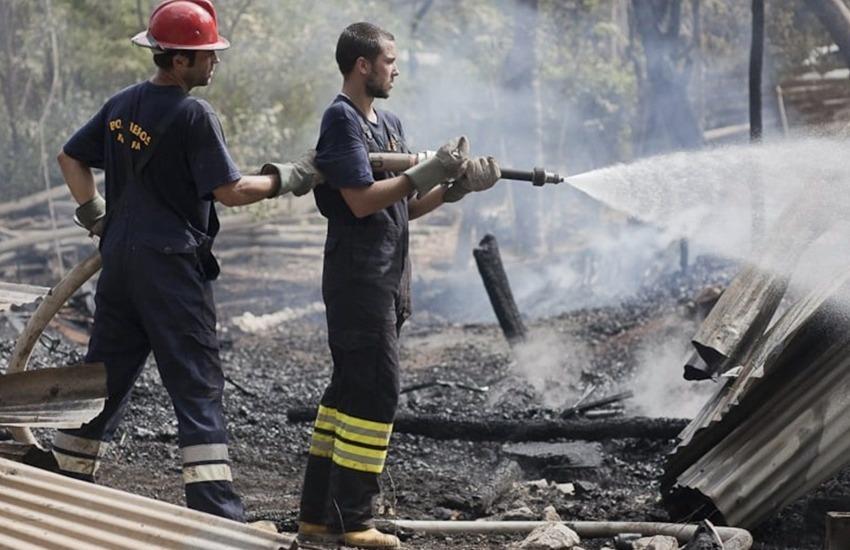 La web descubrió la historia de bomberos voluntarios que acuden muy rápido al llamado de la comunidad a través de WhatsApp. Photo: Adam Dietrich.