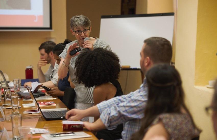 El taller es dirigido por la periodista Liza Gross, quien hace parte de la Red de Periodismo de Soluciones. Foto: Emmanuel Upegui - FNPI.