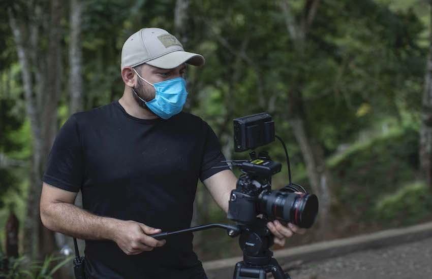 Jorge Hurtado, en una de las jornadas de reportería del proyecto Jaulas Marinas. Foto: Cortesía