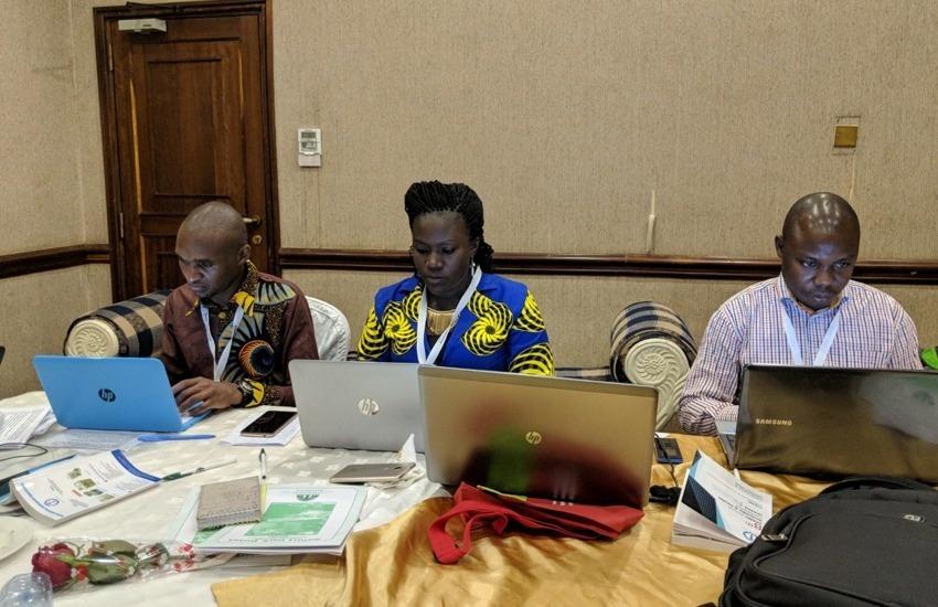Periodistas africanos trabajando en un evento comunitario. Foto: SJN