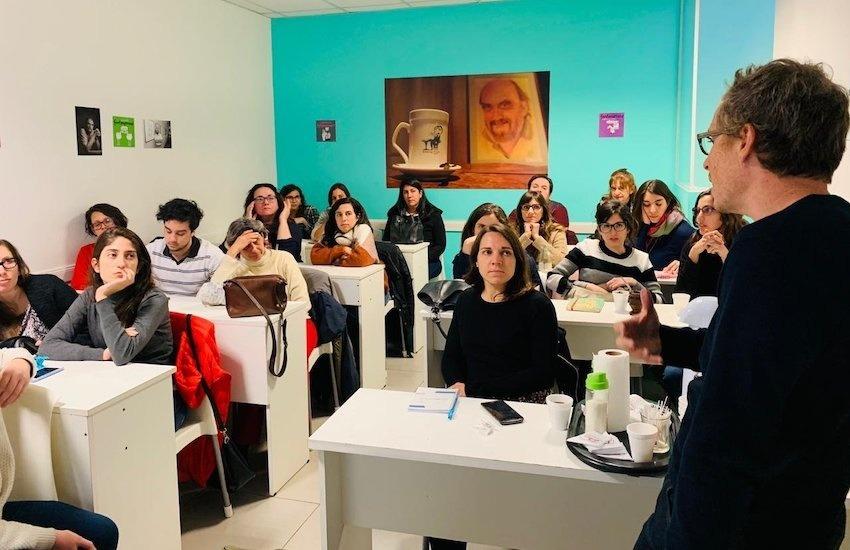 Charla sobre periodismo de soluciones conducida por Javier Drovetto en Buenos Aires, Argentina. Foto: Cortesía.
