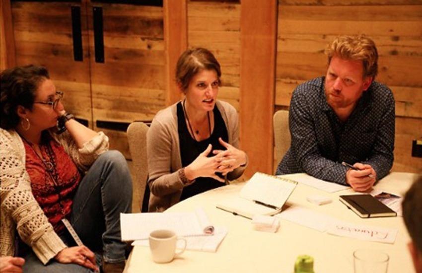 Kathryn Thier, profesora de la Universidad de Oregon, en el centro. Foto: Cortesía