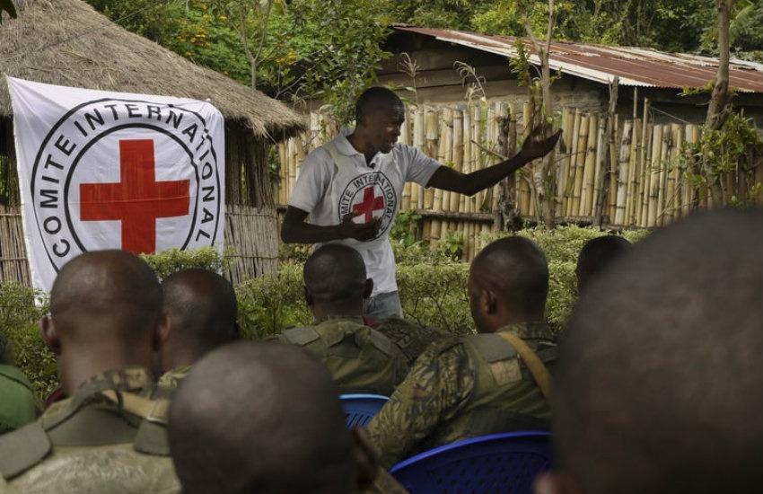 Militares de las Fuerzas Armadas de República Democrática del Congo en una sesión de sensibilización sobre las normas fundamentales del derecho internacional humanitario. | Cruz Roja en Flickr. Usada bajo licencia Creative Commons.