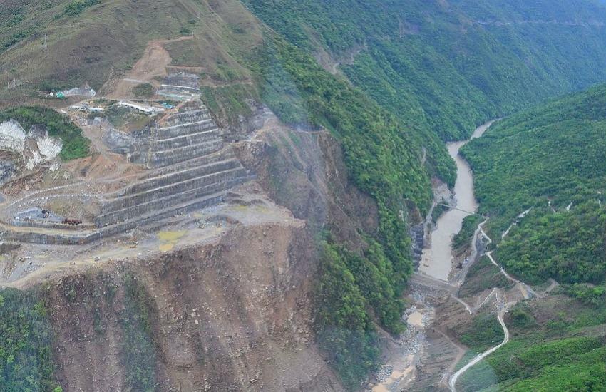 Panorámica del proyecto de Hidroituango durante su construcción. Fotografía: Svenswikipedia en Wikimedia Commons.