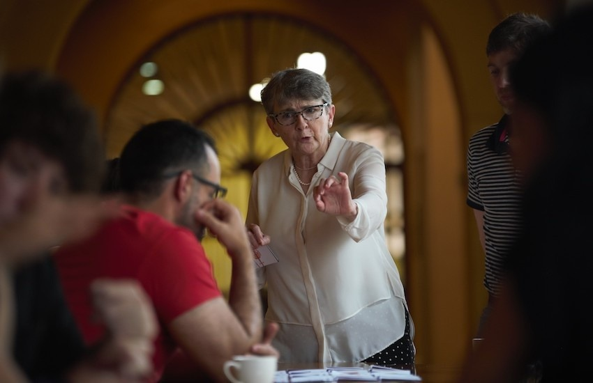 Liza Gross, maestra del Taller de periodismo de soluciones, asegura que el periodismo de soluciones puede monetizarse. Foto: Emmanuel Upegui - FNPI.