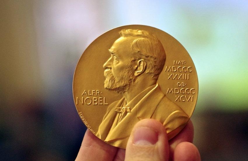 Medalla entregada al ganador del Premio Nobel de Química | Adam Baker en Flickr | Usada bajo licencia Creative Commons
